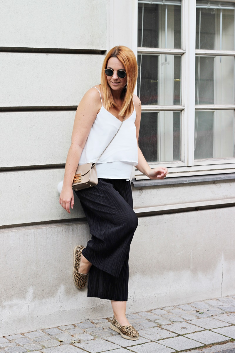 Plissee Culottes Outfit 4