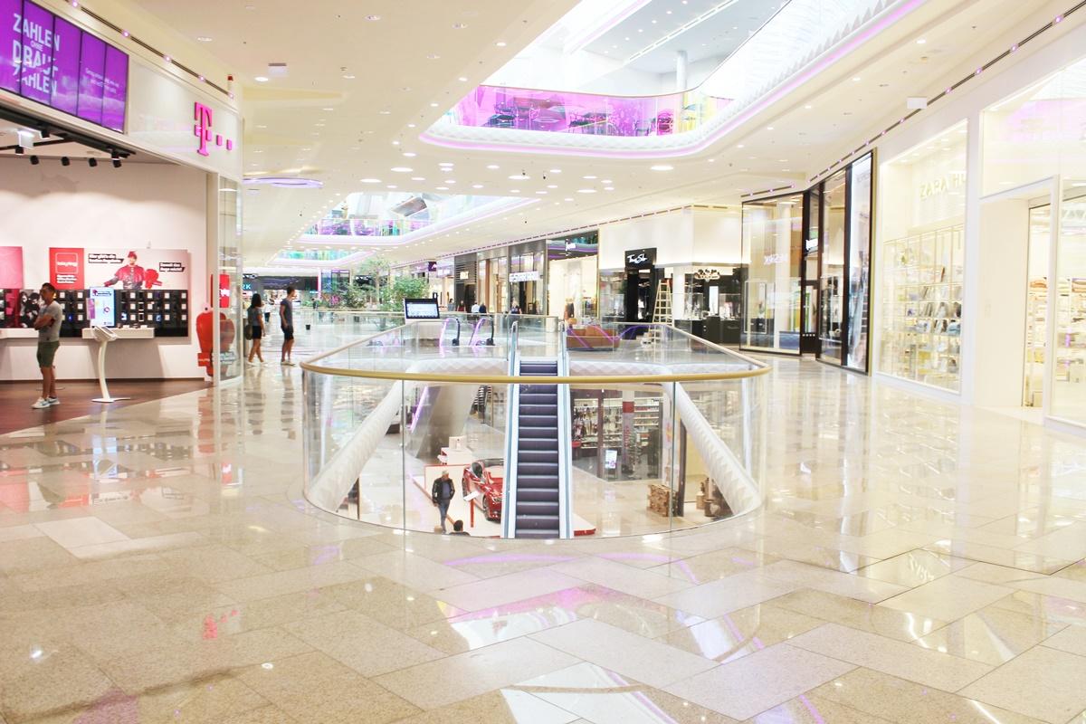 first-class-shopping-plus-city-pasching-9