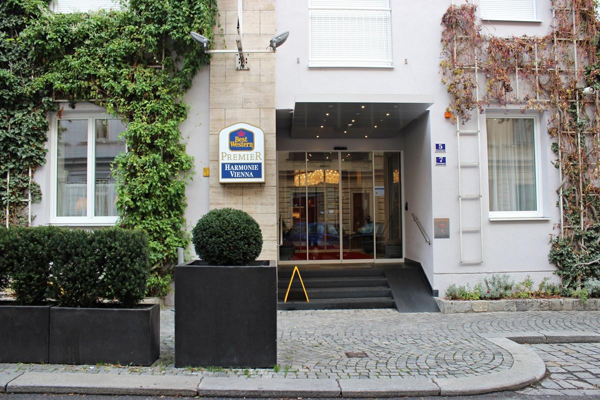 hotel-review-best-westsern-premier-harmonie-vienna-travelblogger-leoandotherstories-1